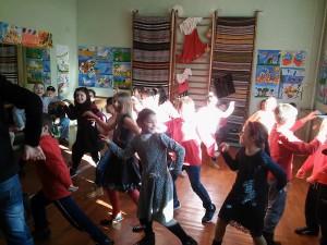 И танци ...
